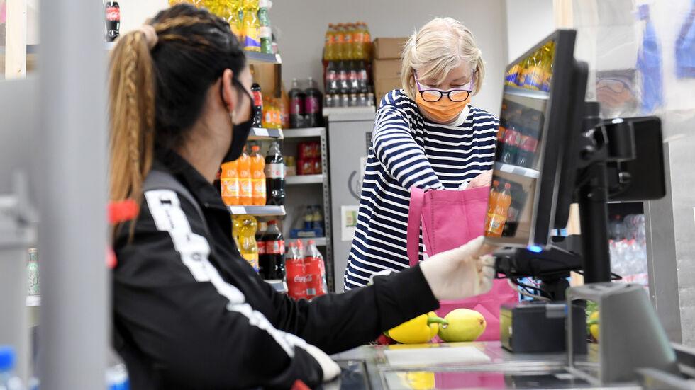 Mund-Nasen-Schutz im Supermarkt (Archivfoto)