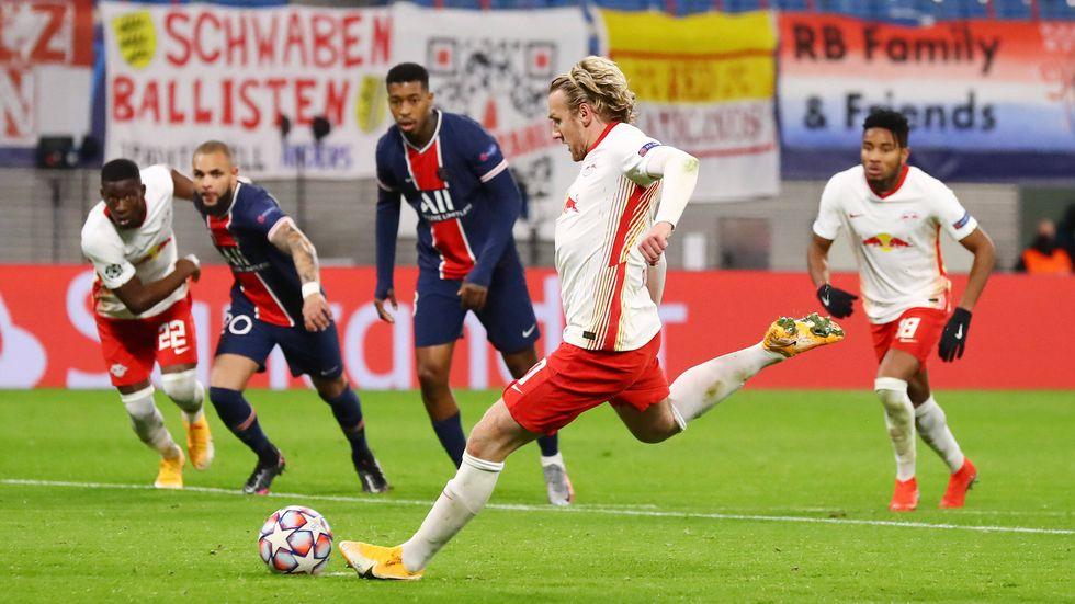Emil Forsberg trifft per Elfmeter zum 2:1 für RB Leipzig