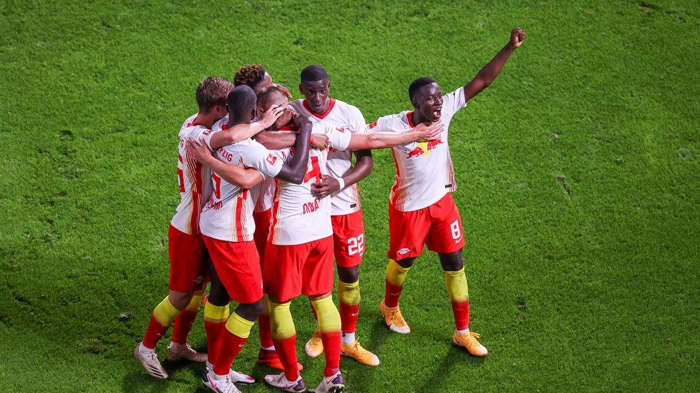 Die Leipziger Spieler jubeln nach Orbans Treffer zum 3:0
