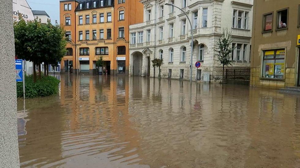 Starke Gewitter mit Starkregen brachten Überflutungen, hier in Aue.