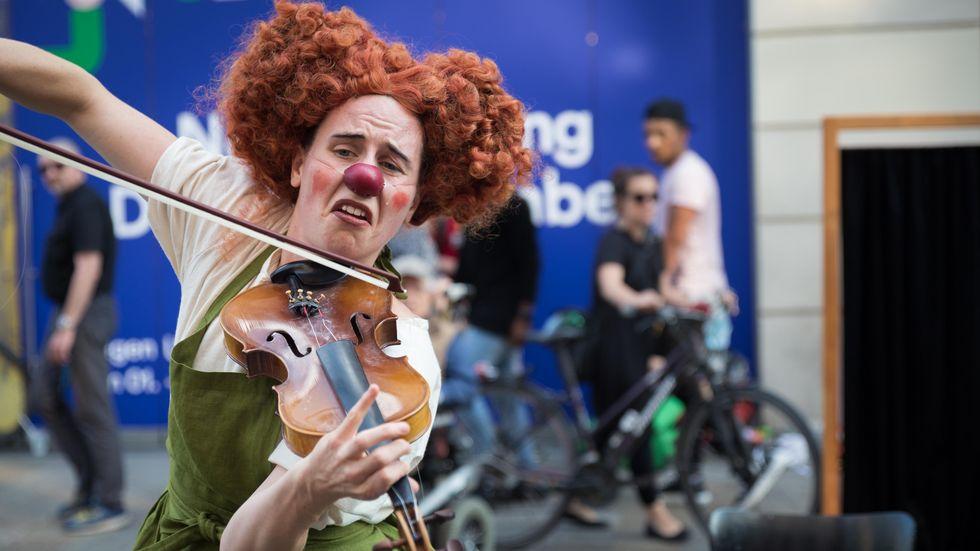 Künstlerin bei Straßentheatertagen in Leipzig