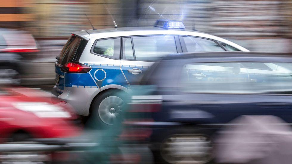 Streifenwagen der Polizei im Einsatz