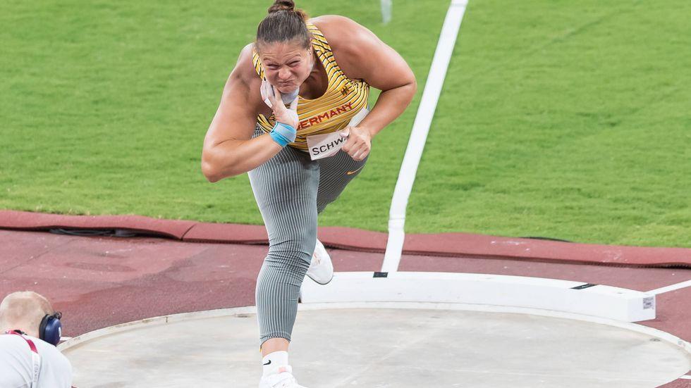 Olympischer Traum ist geplatzt: Die Dresdner Kugelstoßerin Christina Schwanitz ist bereits an ihrem ersten Wettkampftag bei Olympia ausgeschieden.